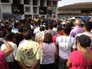 Family and friends attend the funeral of slain trade unionist, Juan Carlos Pérez Muñoz. Credit: Robinson Cook