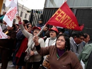 Public employees in Peru rally against a civil service law that takes away collective bargaining rights (above and below). Photos: Marcela Arellano Villa