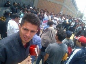 Amed Huber, secretary of Legal Affairs at the Topy Top union, joined a rally in support of Hialpesa textile factory workers. Photo: Gerardo Olortegui, National Federation of Peruvian Textile and Apparel Workers