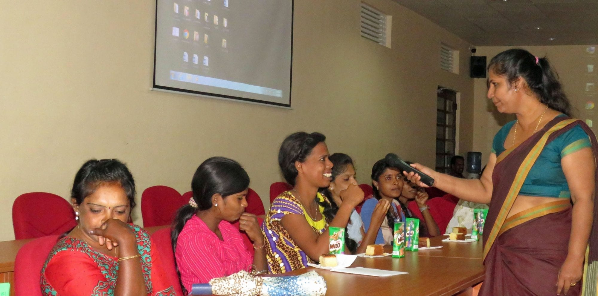 Sri Lanka Cleaning Workers Strategize on Gender Equality